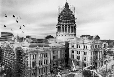 Photo of the capitol build being built